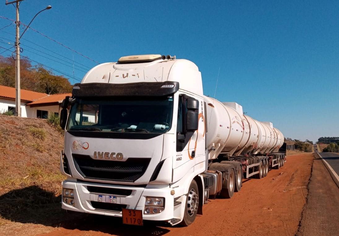 Polícia Militar Ambiental de Cassilândia autua empresa Mato-grossense em R$ 29,7 por transporte irregular de substância perigosa e apreende caminhão com 59 mil litros de etanol